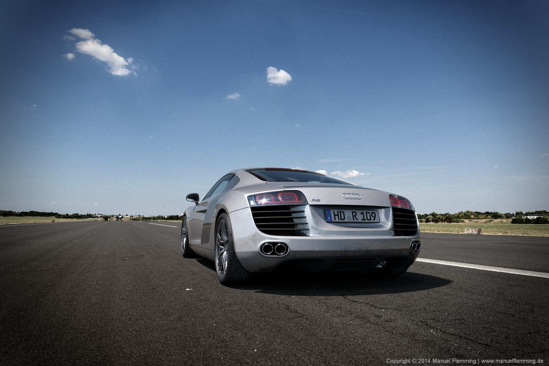 A rendering of an Audi R8 at Airstrip 01 - created using Maya, Mari, Vray and Nuke. I'm responsible for HDRI & Plate photography, texturing, shading, lighting, rendering and compositing.